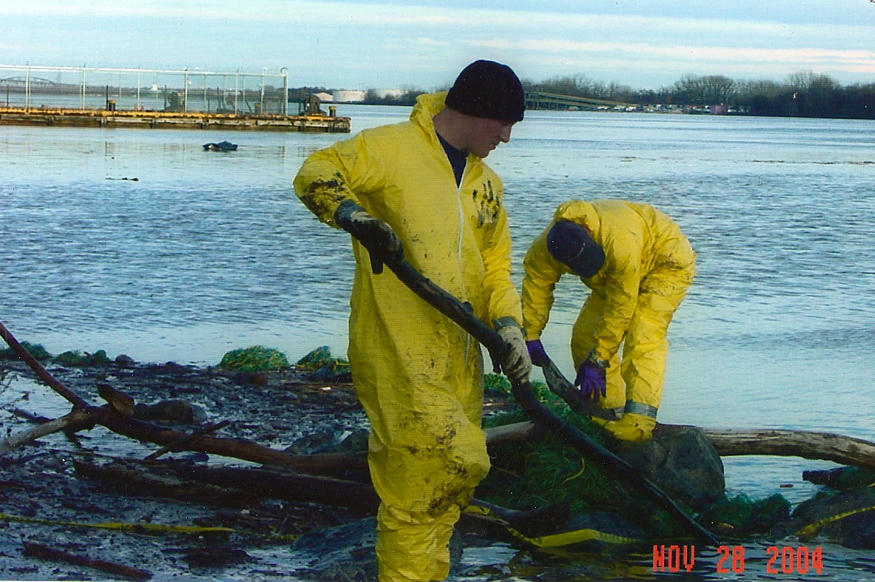 oil-spill-clean-up2